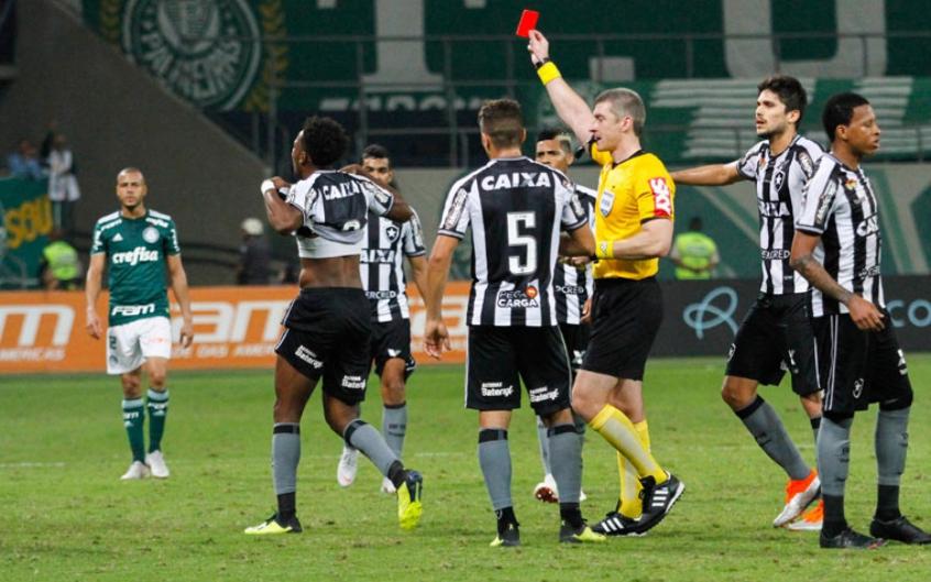 Moisés foi expulso contra o Palmeiras e já cumpriu a suspensão automática (Anderson Rodrigues / Agencia F8)