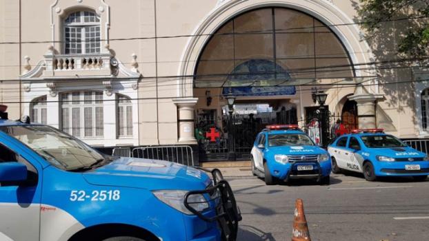 Policiamento foi reforçado em protesto durante esta segunda-feira em São Januário. Veja a galeria do LANCE! - David Nascimento/LANCE!Press