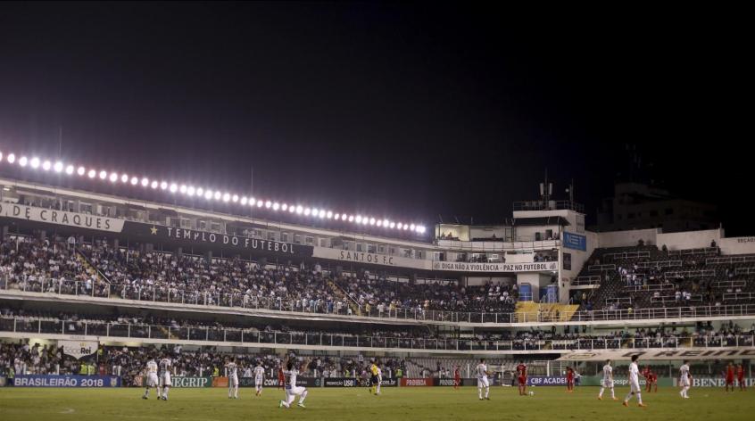 Santos vendeu mais de 9 mil ingressos para San-São (Foto: Marco Galvão/Fotoarena/Lancepress!)