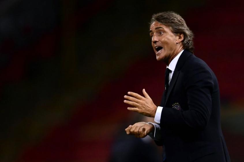 Mancini bem que tentou, mas não conseguiu mudar a partida (Foto: AFP)