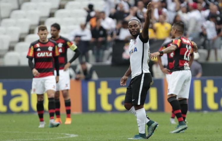 Em 2015, Vágner Love marcou o gol da vitória do Timão sobre o Fla na Arena (Foto: Miguel Schincariol/Lancepress!)