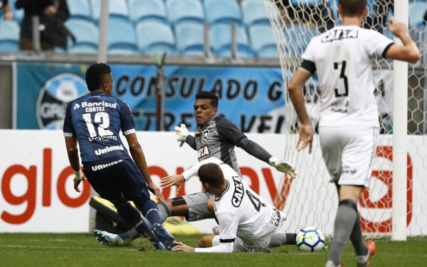 Saulo durante a goleada sofrida pelo Grêmio (Foto: Itamar Aguiar / Agencia Freelancer)