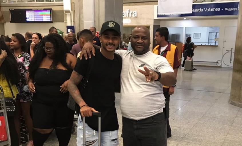 Wendel desembarcou no Brasil no último domingo e foi recebido por familiares (Foto: Marcello Neves/LANCE!)