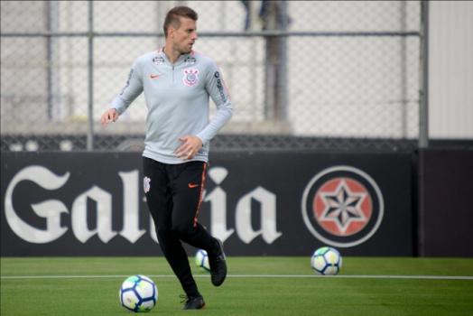 Henrique em treino do Corinthians - (Foto: Antonio Cicero/PhotoPress)