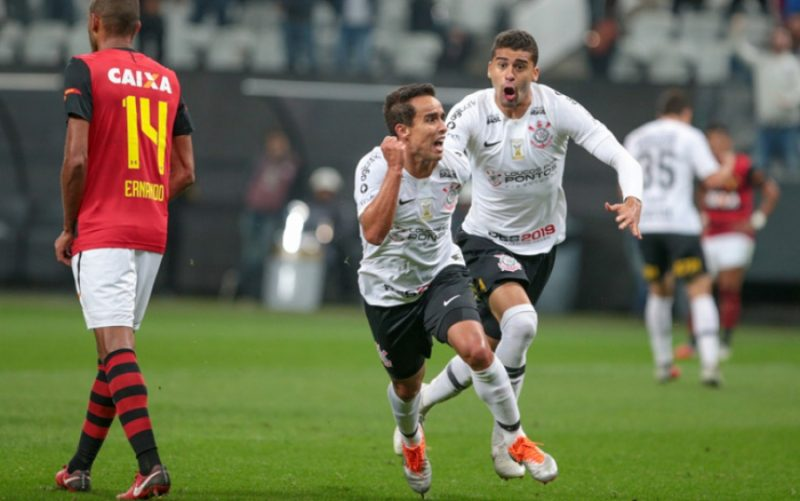 Meia Jadson teve passagem vitoriosa pelo Corinthians. ( – Foto: Bruno Riganti/AGIF