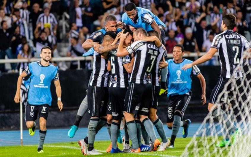 Botafogo tenta arrumar a casa e retomar o caminho das vitórias (Magalhaes Jr / Photopress)