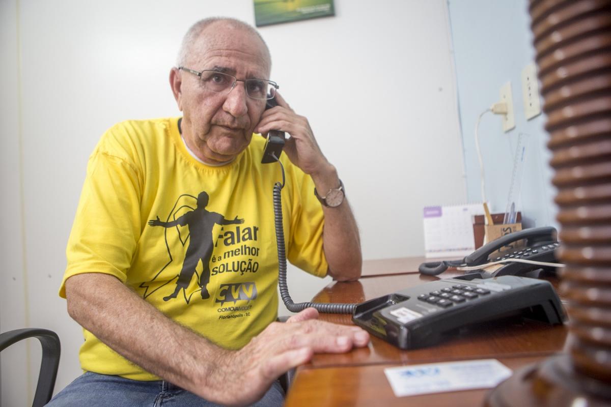 José Vilela Sobreira Sobrinho, o Vilela, de 76 anos, um dos voluntários por trás do CVV - Flávio Tin/ND