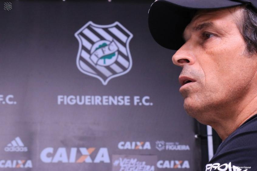 Milton Cruz em coletiva depois do jogo (Foto: Divulgação/Figueirense) -