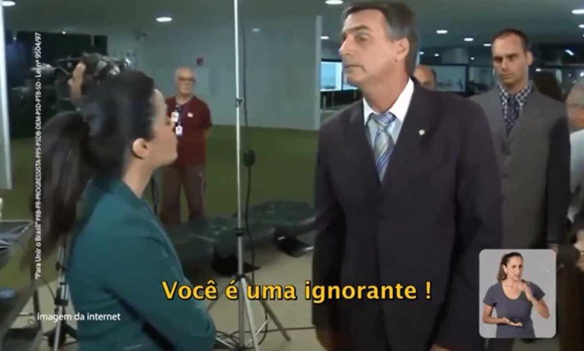 Na propaganda, Bolsonaro xinga a repórter de idiota e ignorante - Reprodução