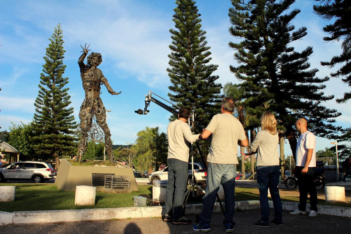 Paulo de Siqueira era reconhecido pelas suas grandes esculturas em sucata; - Divulgação/ND