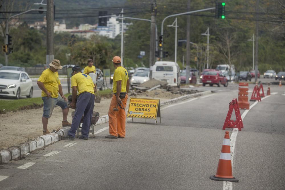 Obras na Avenida Beira Mar Norte começaram nesta segunda-feira - Foto Flávio Tin/ND