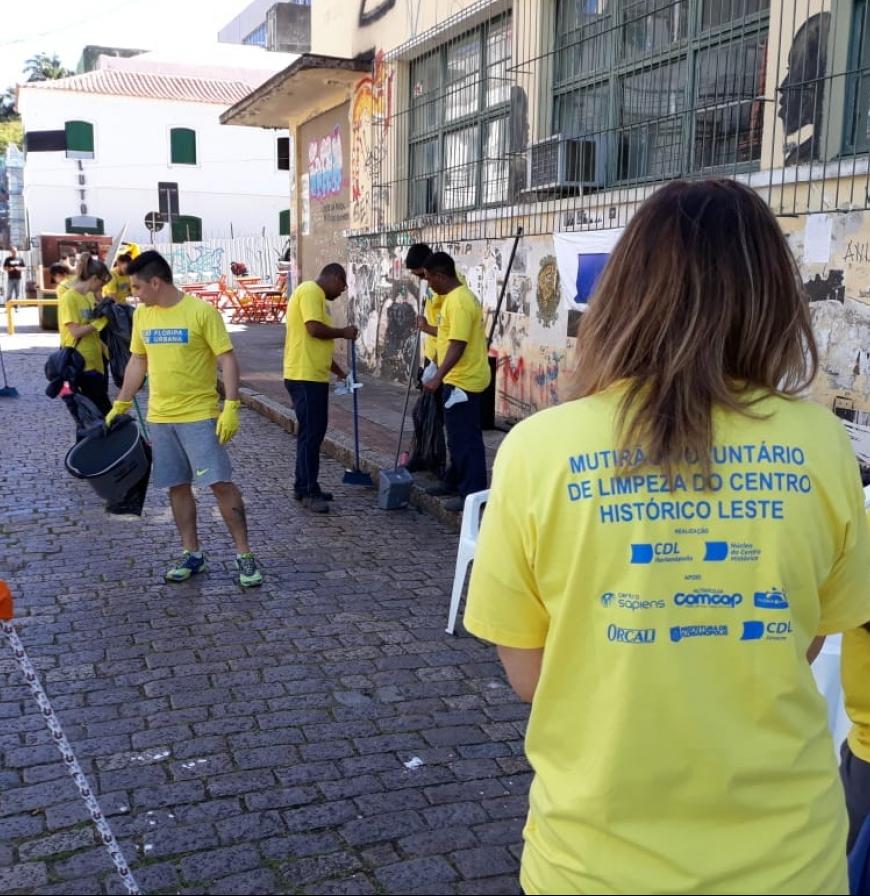 Voluntários fizeram mutirão em ruas do centro histórico - divulgação, ND
