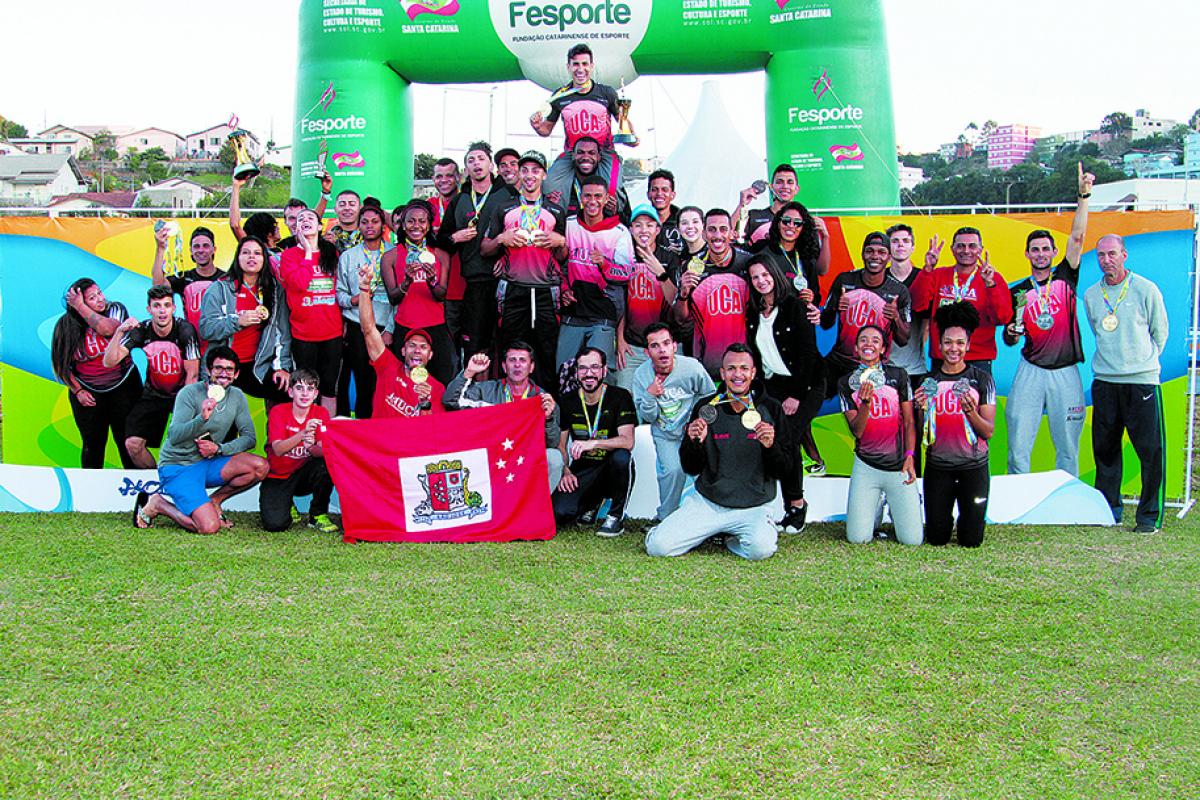 Delegação de atletismo josefense comemora título dos Jasc - Alessandro Koizumi/Fesporte