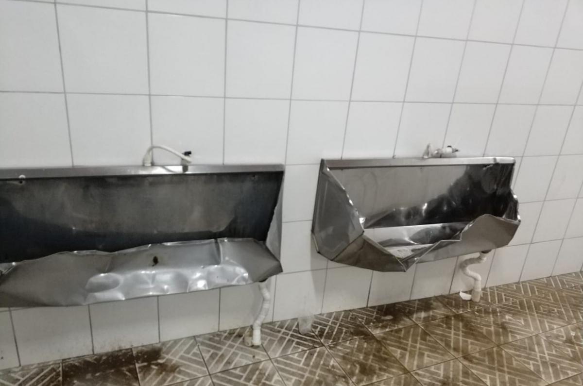 Banheiros na Ressacada foram depredados no clássico, de acordo com o Avaí - Divulgação/Avaí