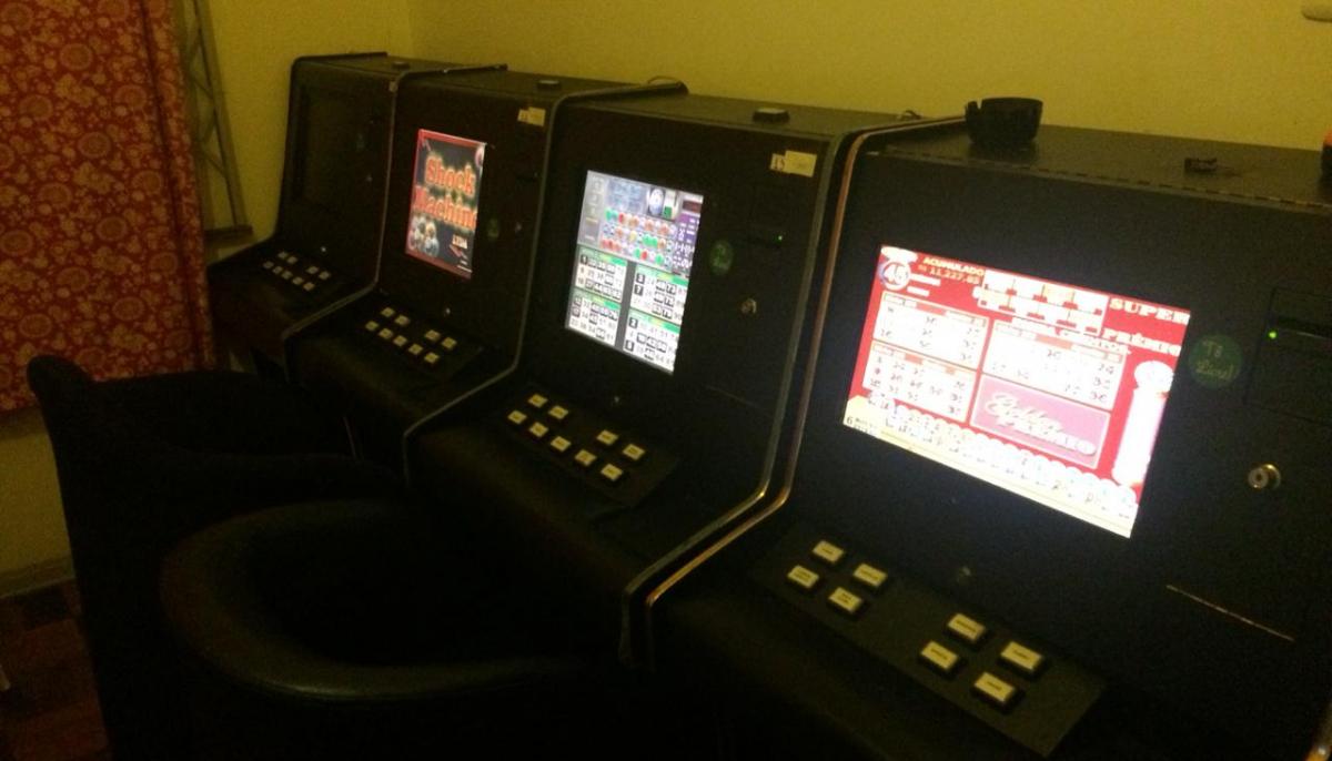 A polícia apreendeu 17 máquinas caça-níqueis dentro do imóvel - Polícia Civil/Divulgação/ND