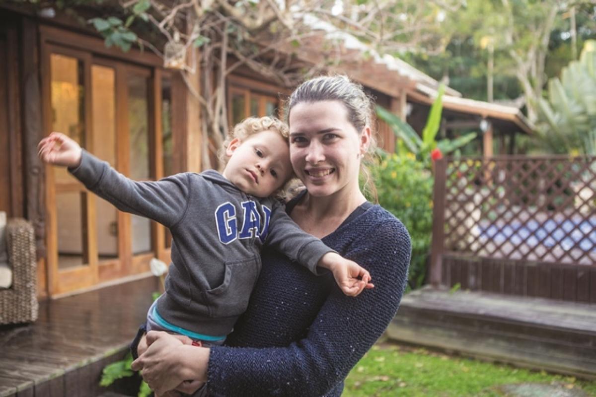 Nutricionista e chef Ana Claudia alugou a cozinha para fazer bolos de festa e caseiros e hoje consegue interagir mais com o filho Dante - Flávio Tin/ND