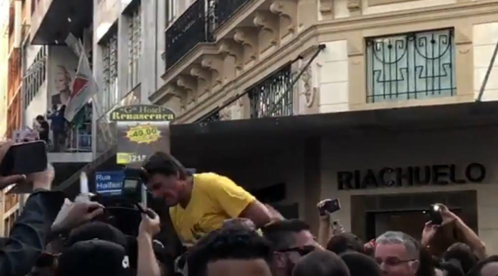 Jair Bolsonaro é esfaqueado durante comício em Minas Gerais; segundo filho, passa bem - Reprodução