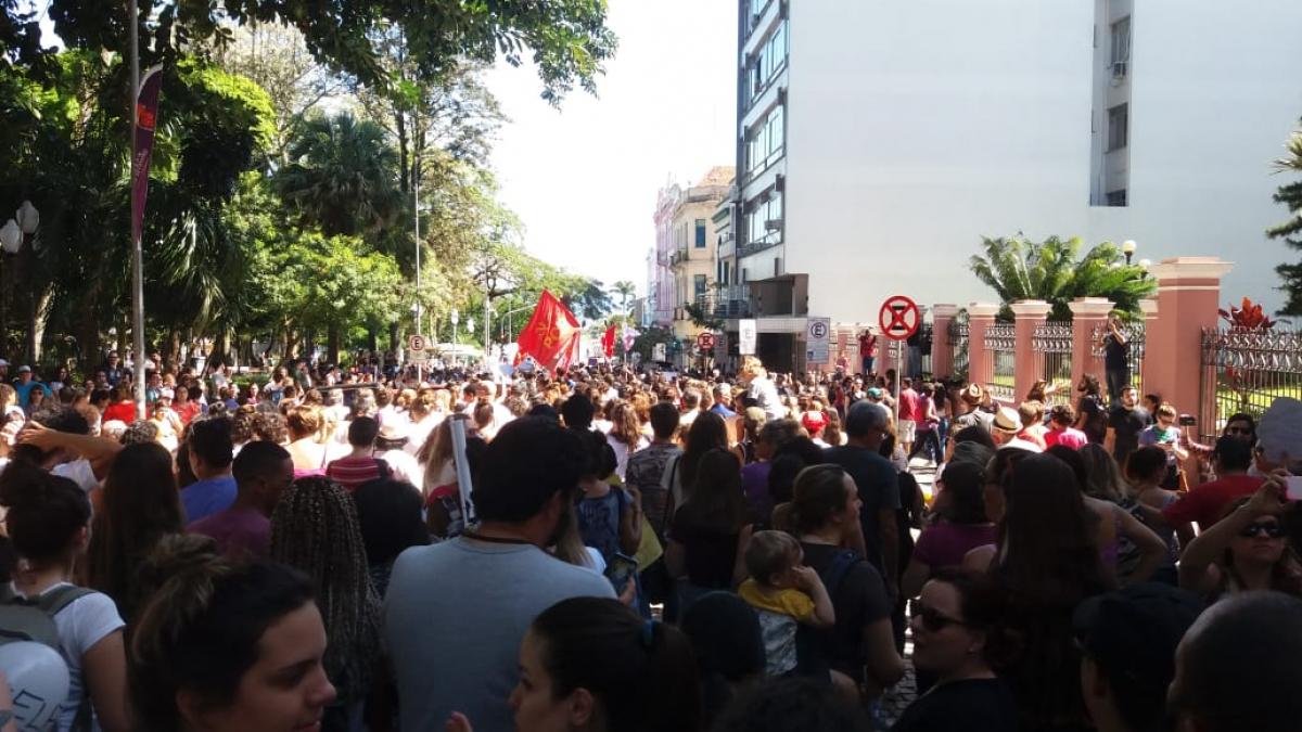 Concentração começou próximo à catedral de Florianópolis - Divulgação/ND