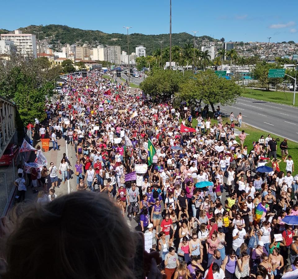 Protesto contra Bolsonaro reuniu milhares de pessoas no Centro de Florianópolis - Divulgação/ND