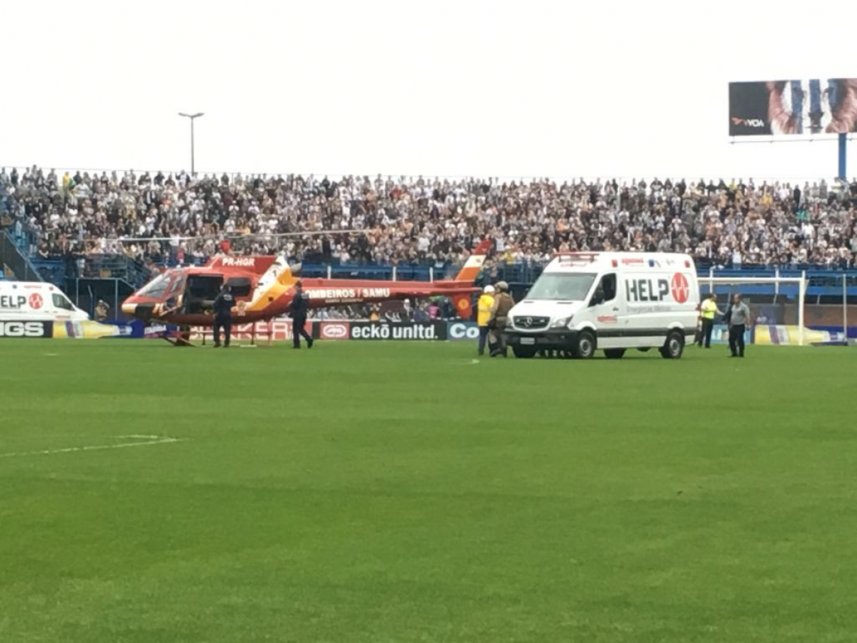 Ambulância em campo e helicóptero Arcanjo prestam os primeiros socorros - Marco Santiago/ND