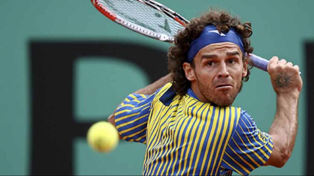 Gustavo Kuerten - Tricampeão de Roland Garros, o ex-tenista brilhou nas quadras até 2008, quando as lesões colocaram ponto final em sua carreira. - (Foto: Divulgação)