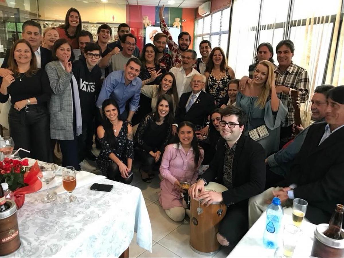 Confraternização com familiares, num restaurante de Florianópolis, marcou o aniversário - Divulgação