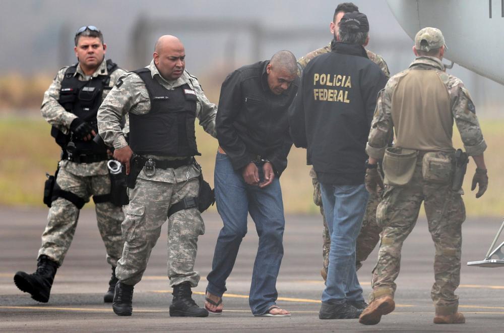 Agentes da Polícia Federal acompanharam Adelio Bispo de Oliveira na transferência para Mato Grosso do Sul - Reuters/Folhapress/Divulgação/ND