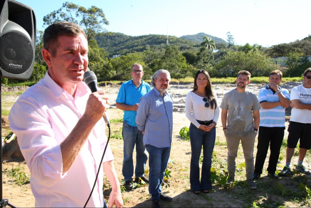 Vice-prefeito João Batista Nunes coordena ações do projeto junto à comunidade - Divulgação