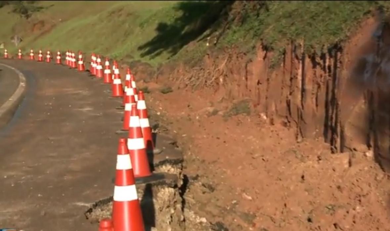 Máquinas já começaram a escavar o local onde será feita a terceira pista da Via Expressa - Reprodução/RICTV