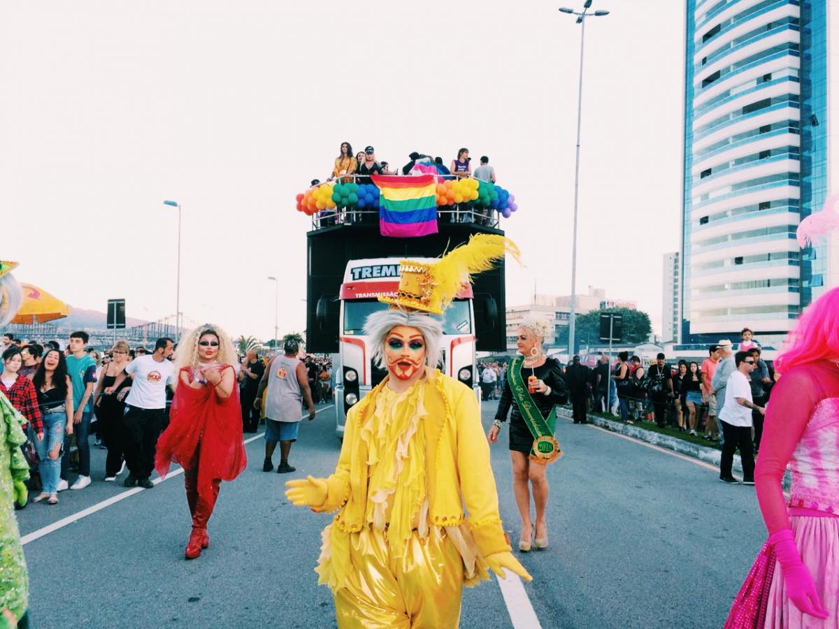 12ª Edição da Parada LGBTI+ aconteceu na tarde deste domingo (9) - Karla Vizone/Divulgação/ND