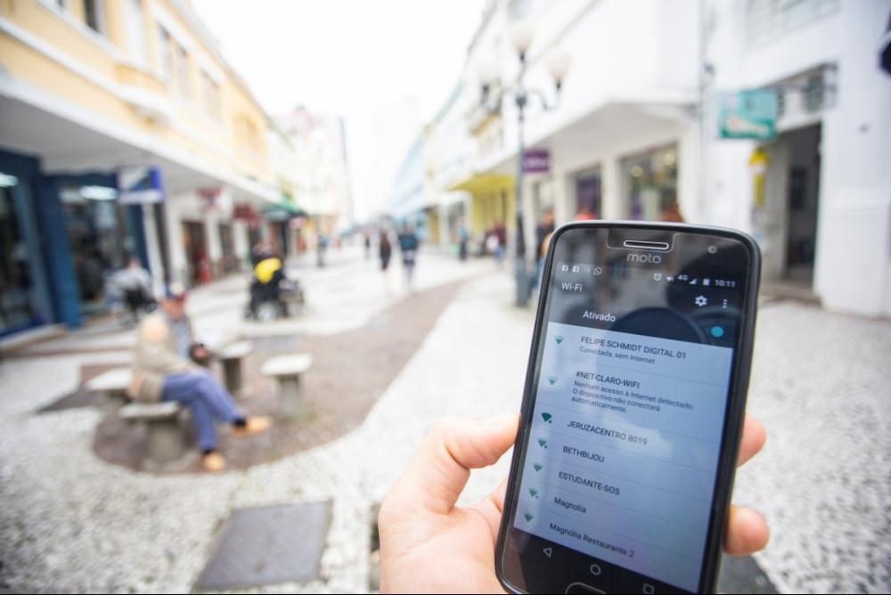 Internet será oferecida gratuitamente em 147 pontos de áreas públicas - Daniel Queiroz/ND