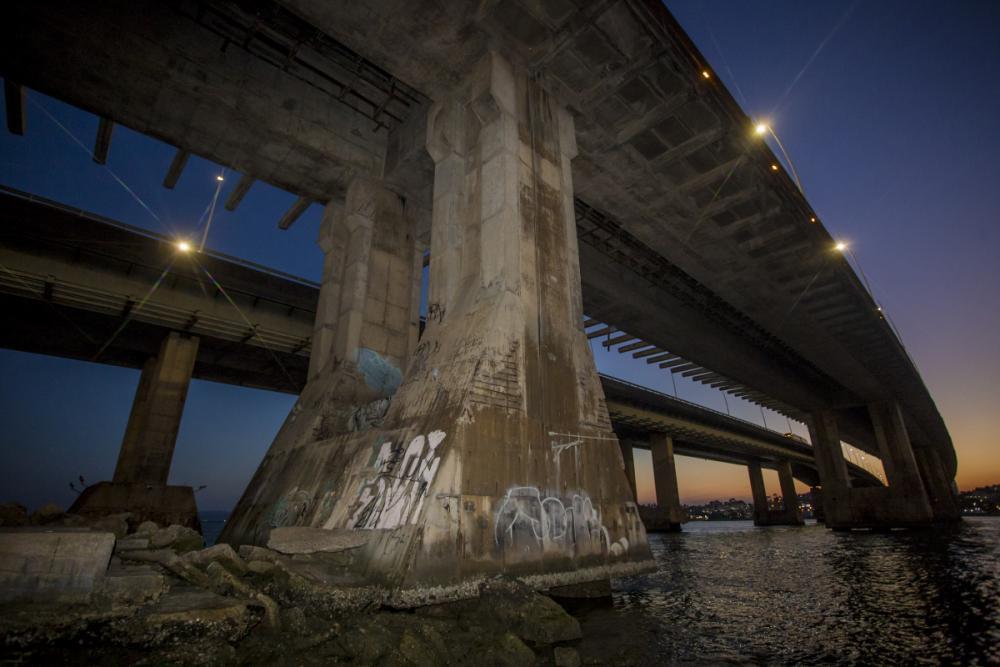 Preocupação maior é com a base do bloco de fundação das pontes Colombo Salles e Pedro Ivo Campos - Flávio Tin/ND