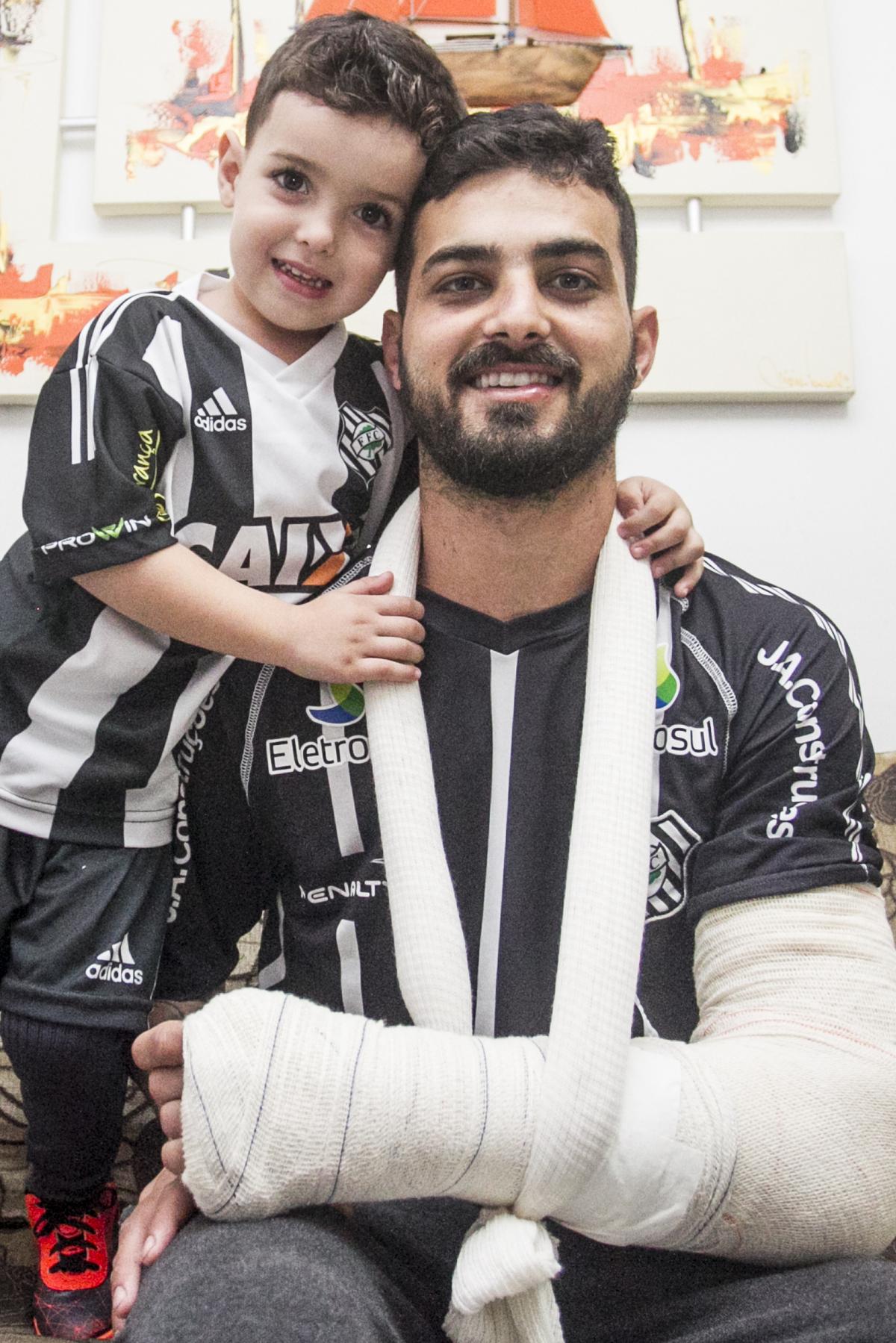 Douglas Cirimbelli, torcedor do Figueirense que já está em casa - Marco Santiago/ND