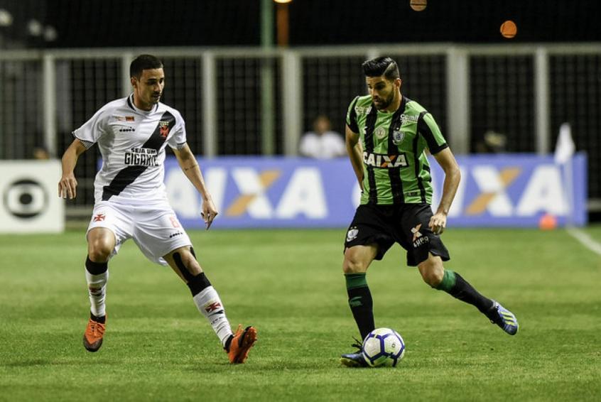 Magrão foi um dos destaques do jogo e fez um belo gol de perna esquerda- Mourão Panda / América