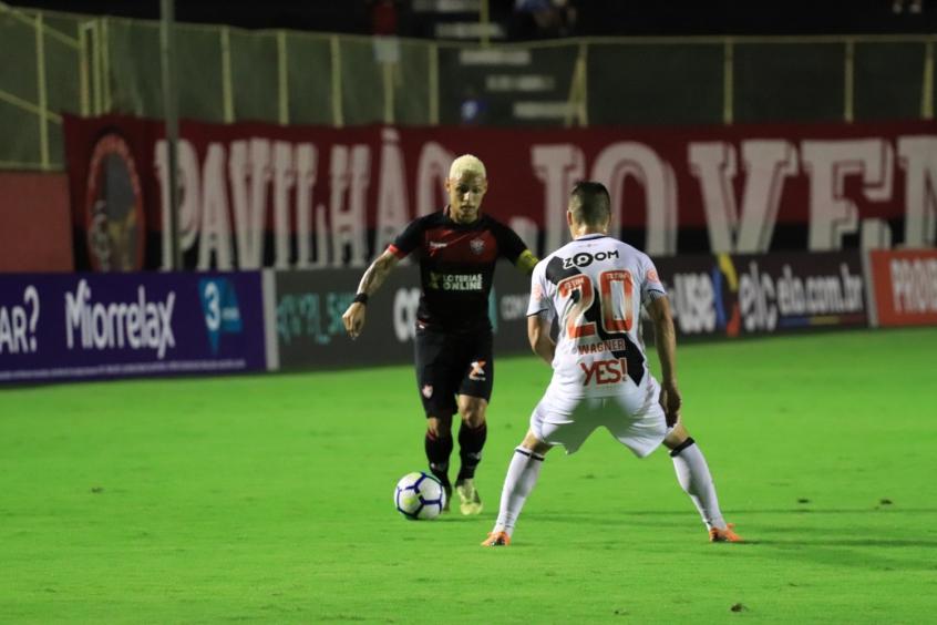 Cruz-Maltino saiu derrotado do Barradão e segue próximo do Z-4 (Foto: MAURÍCIA DA MATTA / EC VITÓRIA)