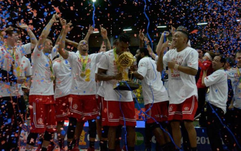 Paulistano celebrou o título inédito do NBB na temporada 2017/2018 (Foto: Caio Rocha/Fotoarena/Lancepress!)