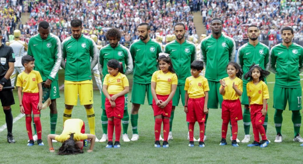 O histórico internacional da Arábia Saudita não é dos melhores: sua participação mais expressiva em Copas do Mundo foi na edição de 1994, quando chegou às oitavas. Em âmbito continental, os Falcões foram campeões da Copa da Ásia em três ocasiões (1984, 1988 e 1996), evices em outras três (1992, 2000 e 2007). O grande destaque provavelmente é o segundo lugar na Copa das Confederações, em 1992, quando foi derrotado na final para a Argentina. Apesar dos números não serem animadores, a seleção saudita, que será adversária do Brasil na próxima sexta-feira, conta com bons jogadores e o L! fala sobre as qualidades de cada um.  -  (Foto: Divulgação/Federação Saudita)