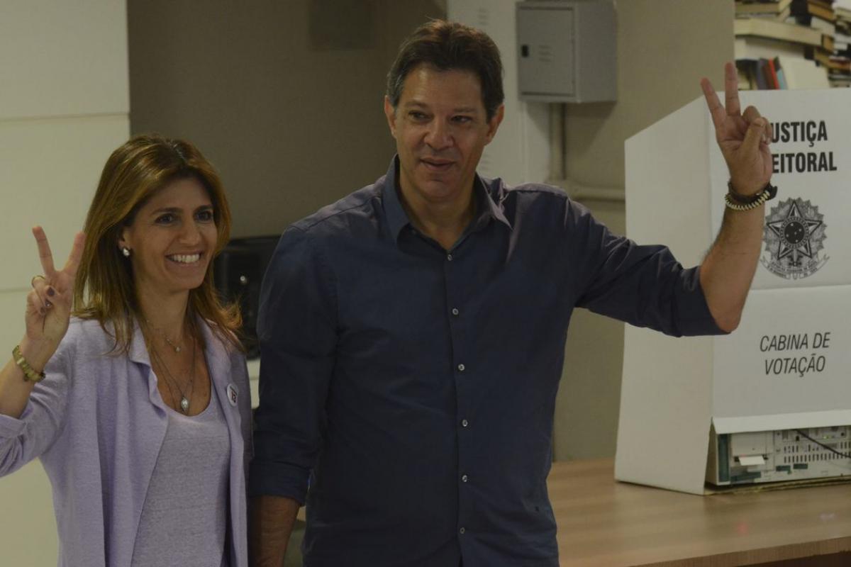 Haddad estava ao lado da mulher, Ana Estela - Rovena Rosa/Agência Brasil/ Divulgação/ND