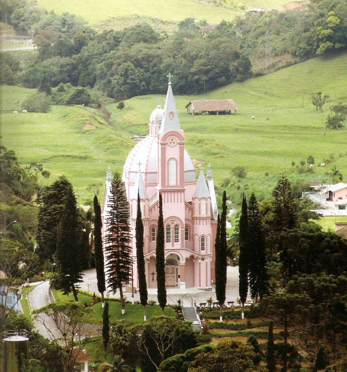 A monumental Igreja Matriz de São Pedro de Alcântara, um dos símbolos mais destacados do município - Divulgação PMSPA