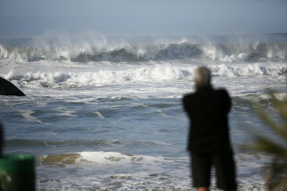Previsão é de ondas até 4 metros no Litoral catarinense - Daniel Queiroz/ND