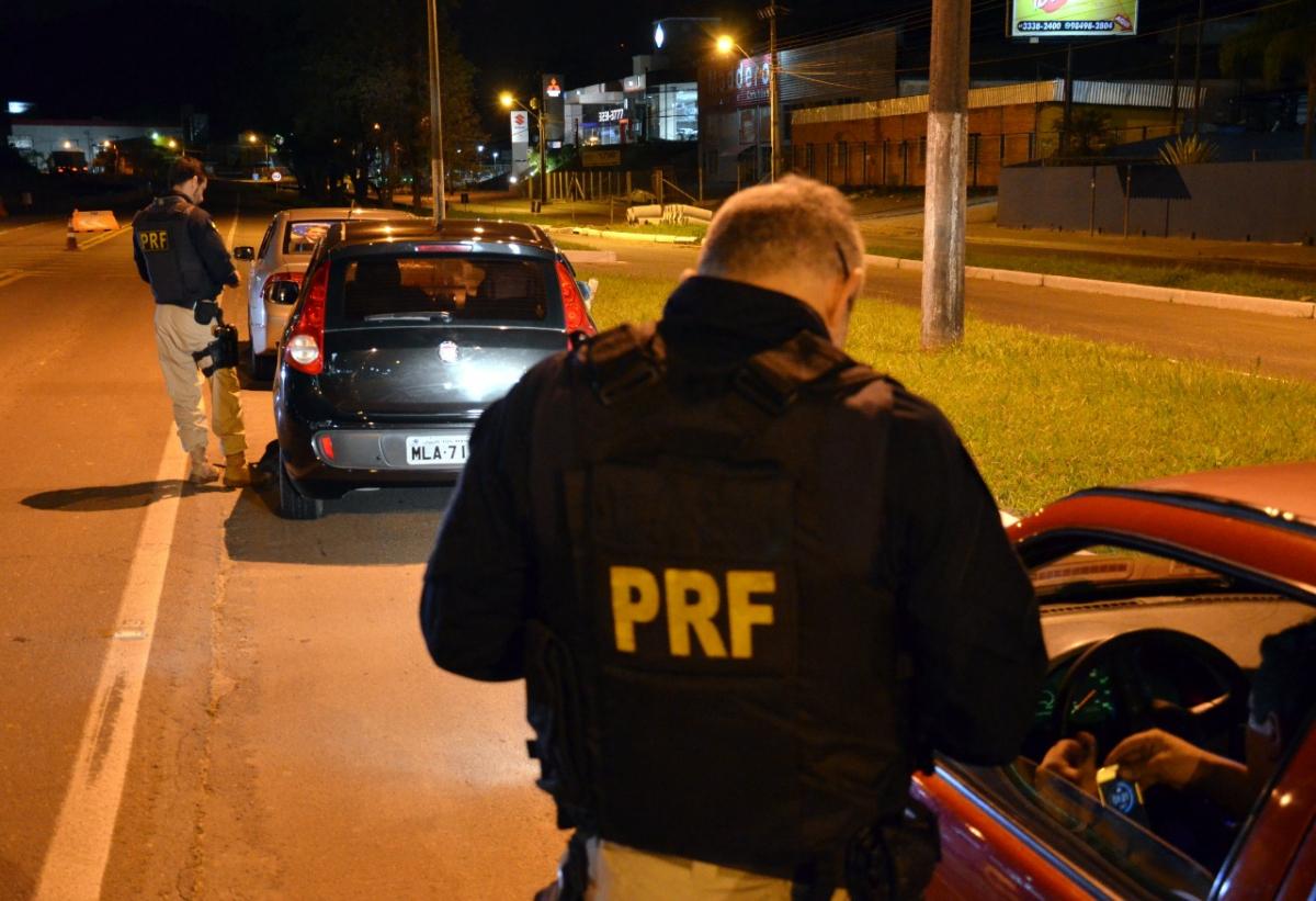 Em quatro horas de operação, a PRF flagrou 86 motoristas dirigindo sob efeito de álcool na BR-470, em Blumenau - PRF/Divulgação/ND