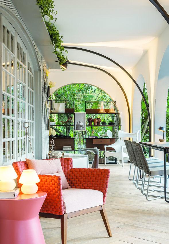 A varanda ganhou ar contemporâneo no projeto de Mariana Pesca, Elise Lacerda e Ivana Bernart - Lio Simas/Divulgação Casacor/ND