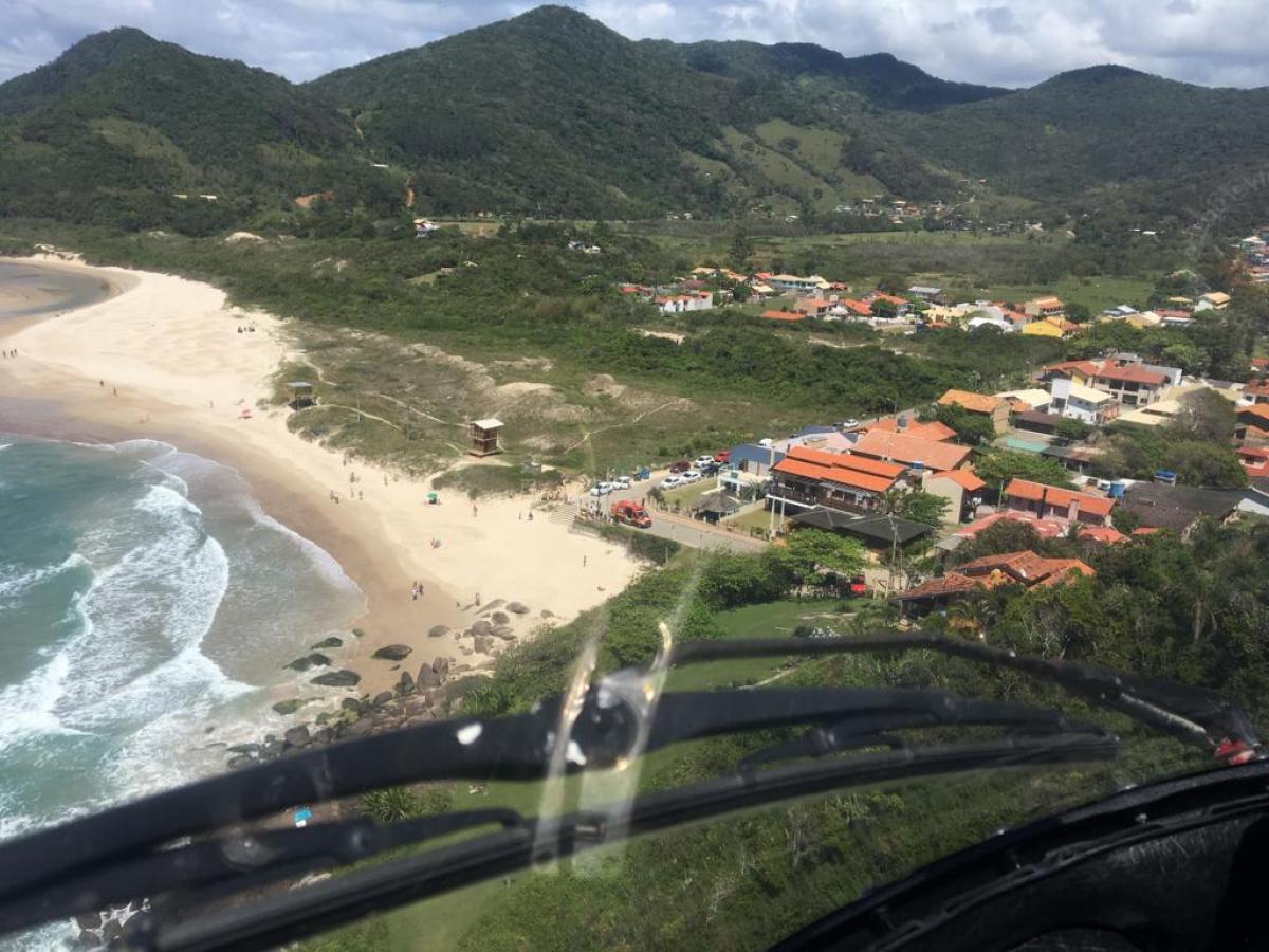Praia do Siriú é uma das belezas naturais de Garopaba, a capital catarinense do surfe. Foto: BOA/Divulgação