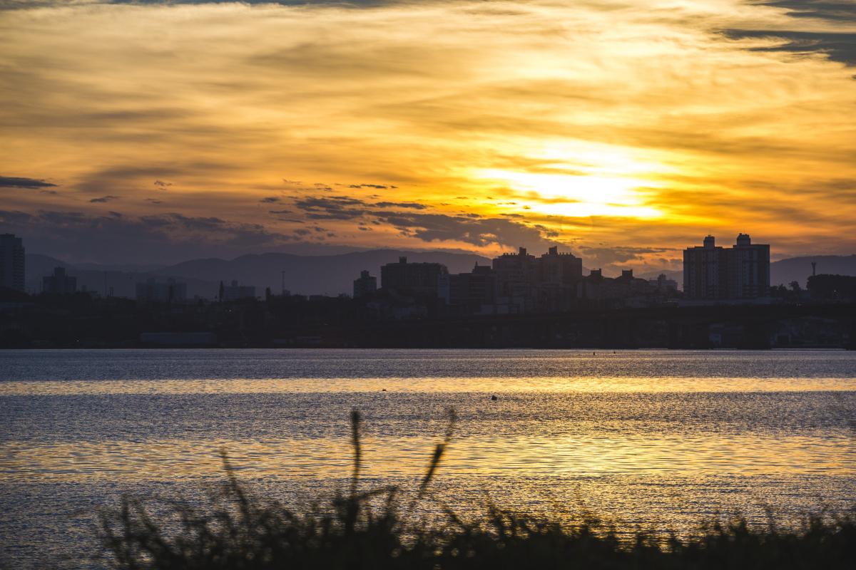 Sol entre nuvens deve marcar presença na primeira semana de maio – Foto: Daniel Queiroz/Arquivo/ND