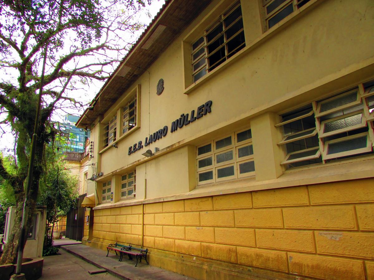 Fachada parcial do antigo Grupo Escolar Lauro Müller, mais antigo colégio público de Florianópolis ainda funcionando no Centro - Carlos Damião