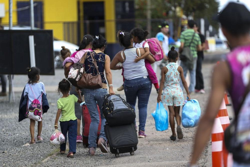 Venezuelanos saem de Pacaraima em busca de abrigo em Boa Vista - Marcelo Camargo/Agência Brasil