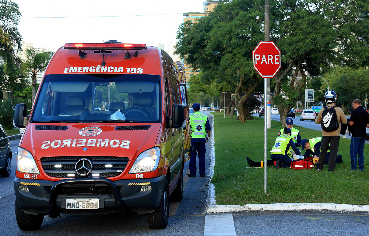 Motoristas podem sofrer penalizações caso não abram passagem para veículos de emergência - Jeferson Baldo/Secom/Divulgação/ND
