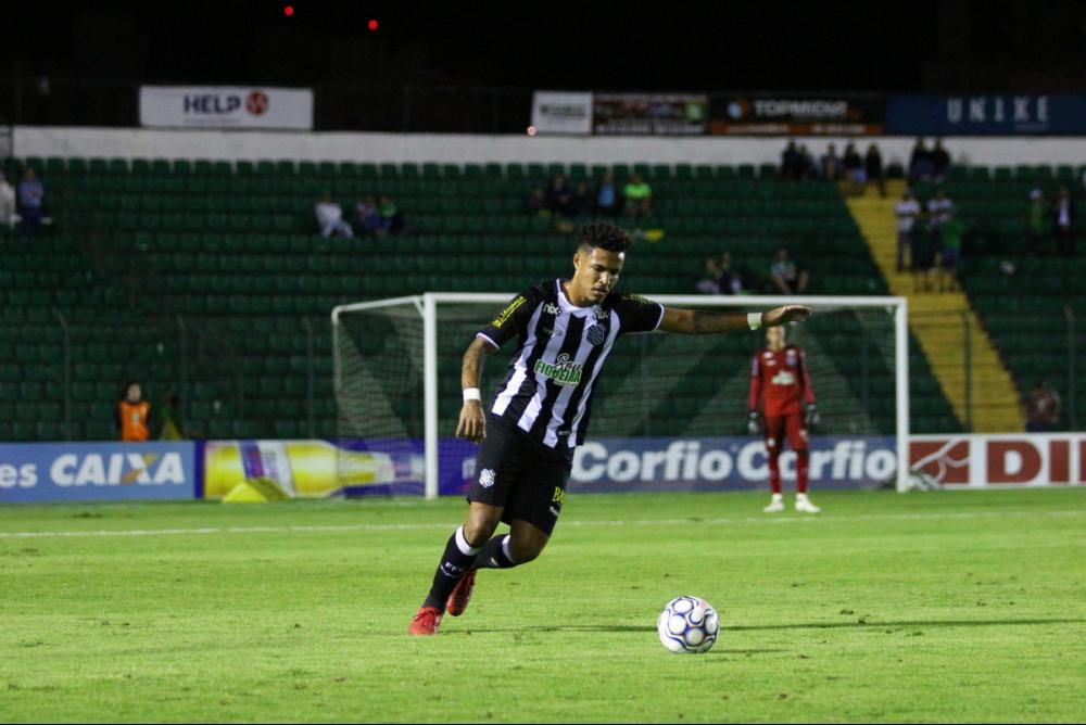 Figueirense, do zagueiro Nogueira, perdeu em casa de virada nessa terça - Vinínius Nunes/FFC/ND
