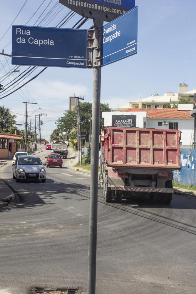 Tráfego ficou pesado no interior do bairro Campeche com implantação de desvio  - Foto: Marco Santiago/ND