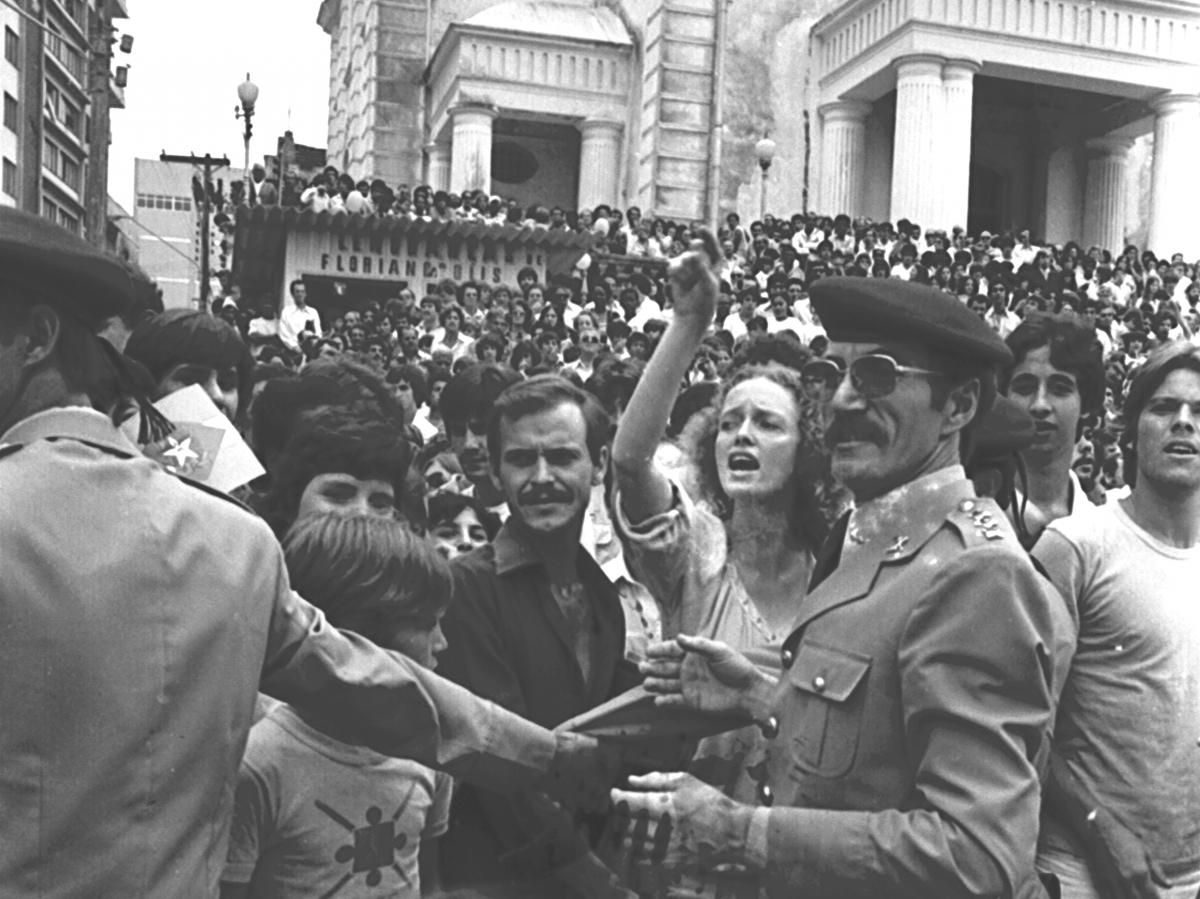 Outro momento do gigantesco protesto que marcou a história de Florianópolis - James Tavares
